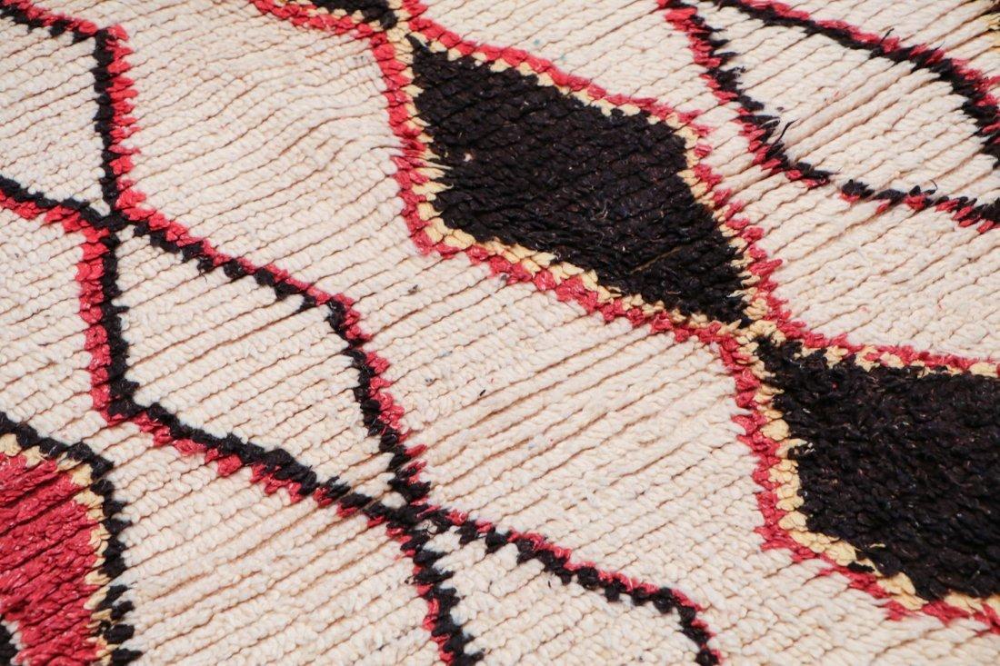 Vintage Moroccan Rug: 4'4'' x 6'10'' (132 x 208 cm) - 3