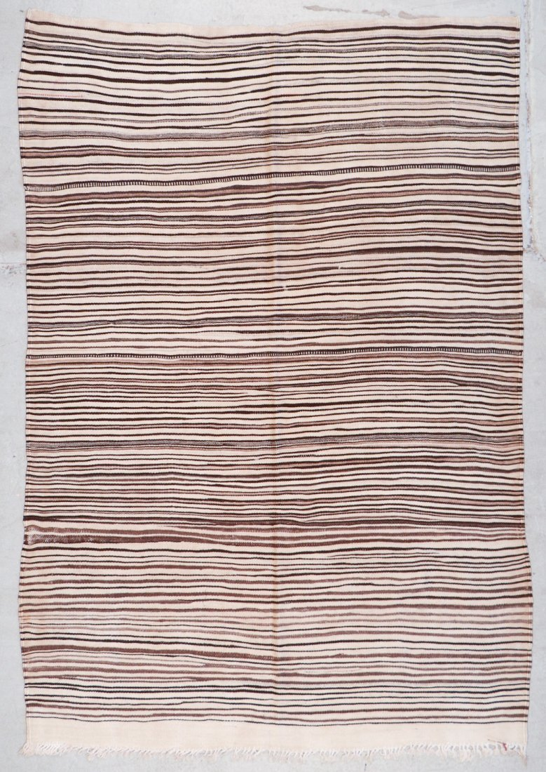 Vintage Moroccan Kilim: 4'10'' x 6'11'' (147 x 211 cm)