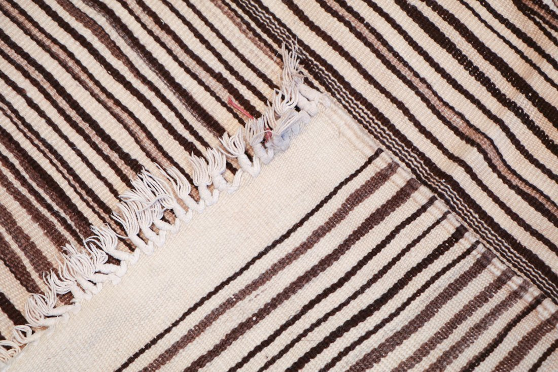 Vintage Moroccan Kilim: 4'10'' x 6'11'' (147 x 211 cm) - 4