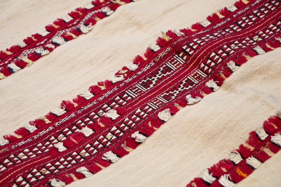 Antique Moroccan Flatweave: 8'1'' x 5'3'' (246 x 160 - 3
