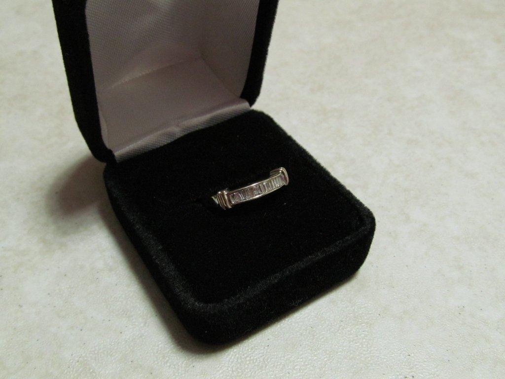 2D: Lady's Diamond Anniversary Ring