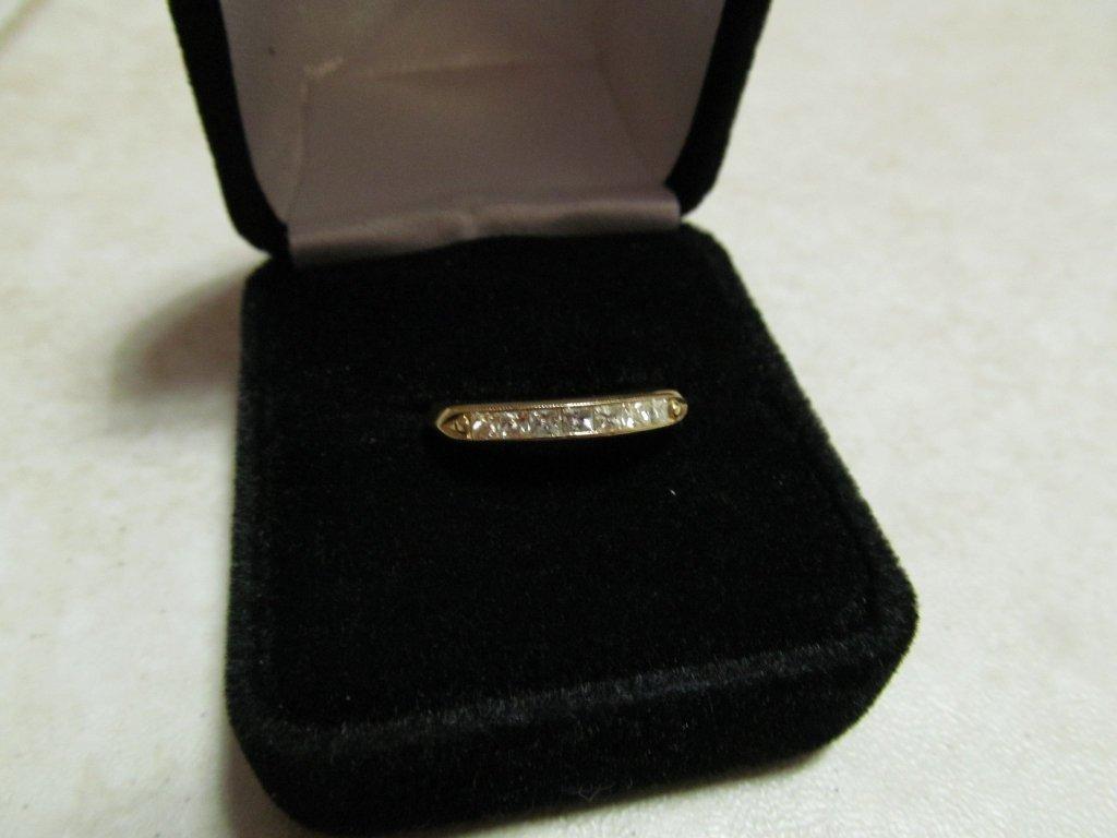 4D: Lady's Diamond Anniversary Ring