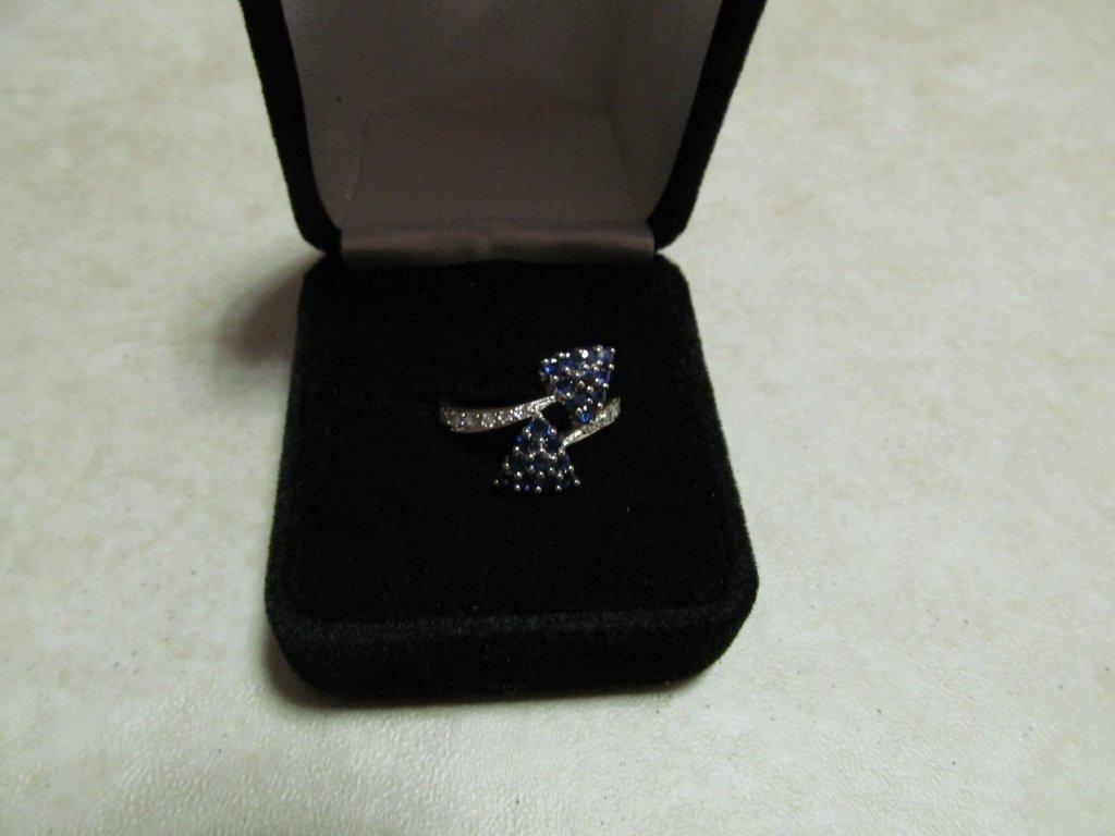 8D: Lady's Gemstone Fashion Ring