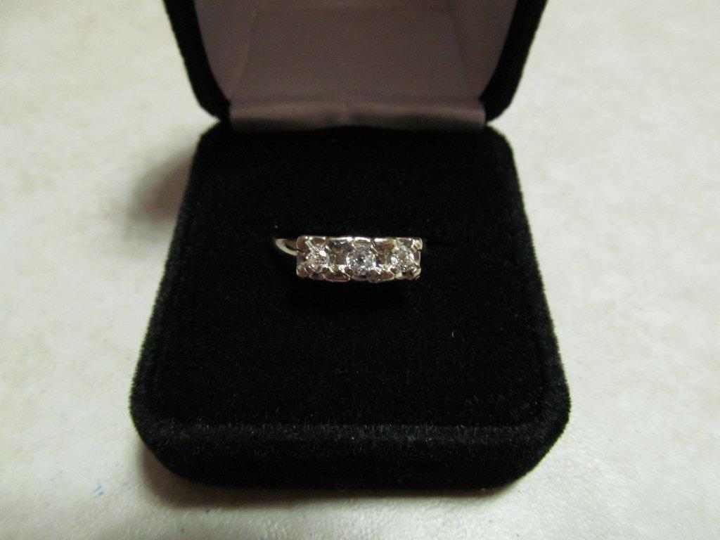 18D: Lady's Diamond Anniversary Ring