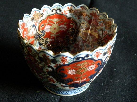 187: Japanese Gold Imari Porcelain Bowl with Scalloped