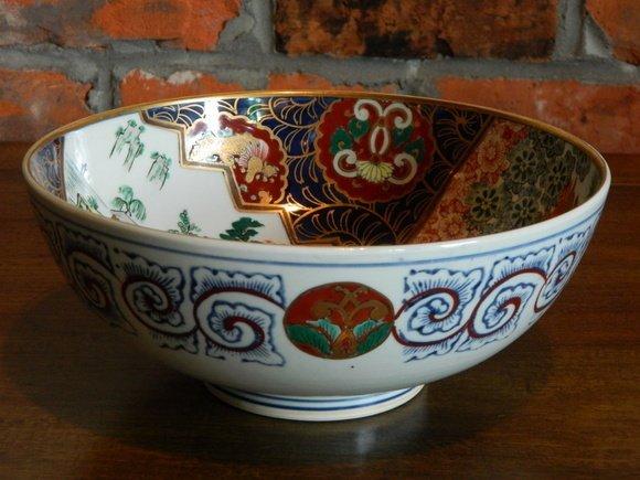 192: Large Japanese Imari Porcelain Bowl