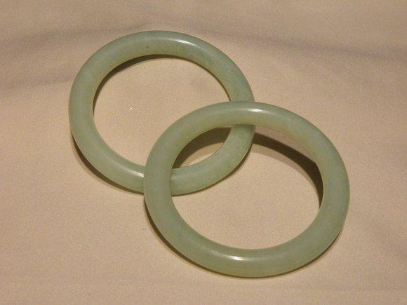 4C: Pair of Chines Green Jade Bangles