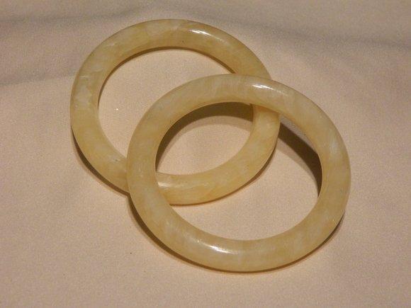 4D: Pair of Chinese Yellow Jade Bangles