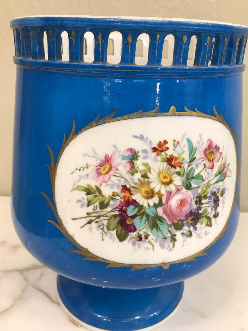 19th Century Old Paris Vase with Gold Leaf Accents - 3