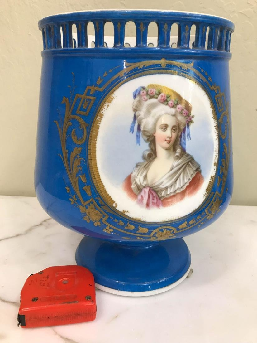 19th Century Old Paris Vase with Gold Leaf Accents - 6