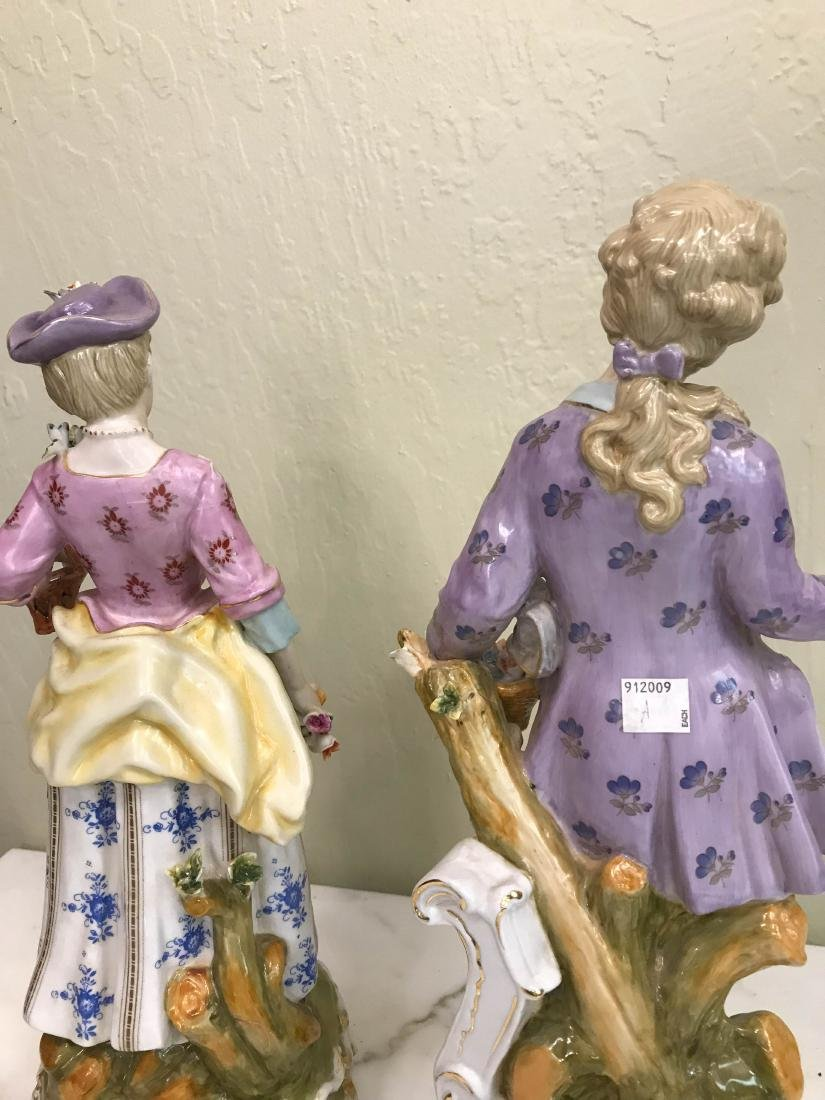 Pair of Magnificent Romantic Porcelain Statues - 7