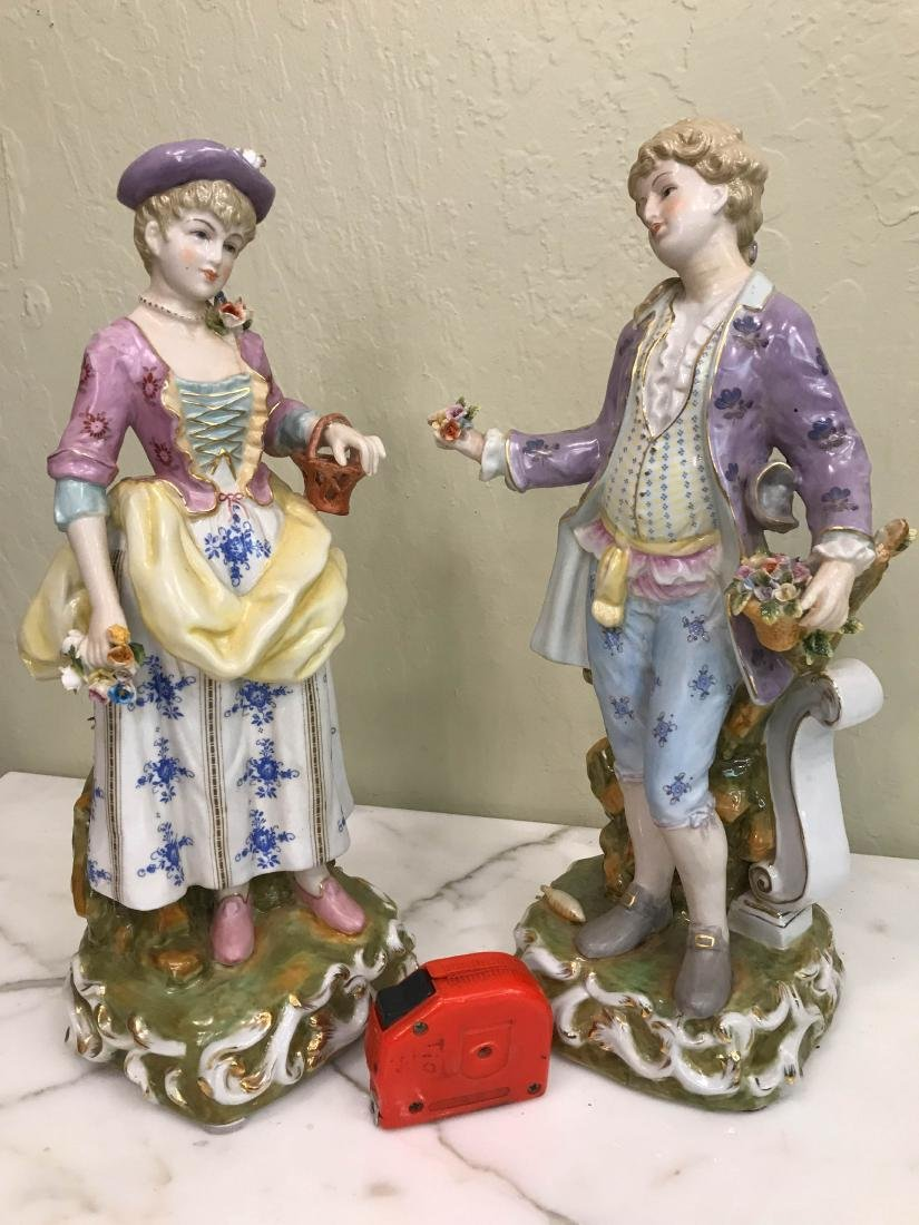 Pair of Magnificent Romantic Porcelain Statues - 9