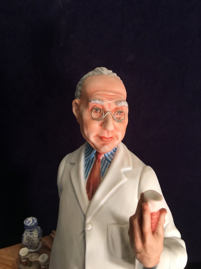 Capodimonte Porcelain Statue of Pharmacist - 2
