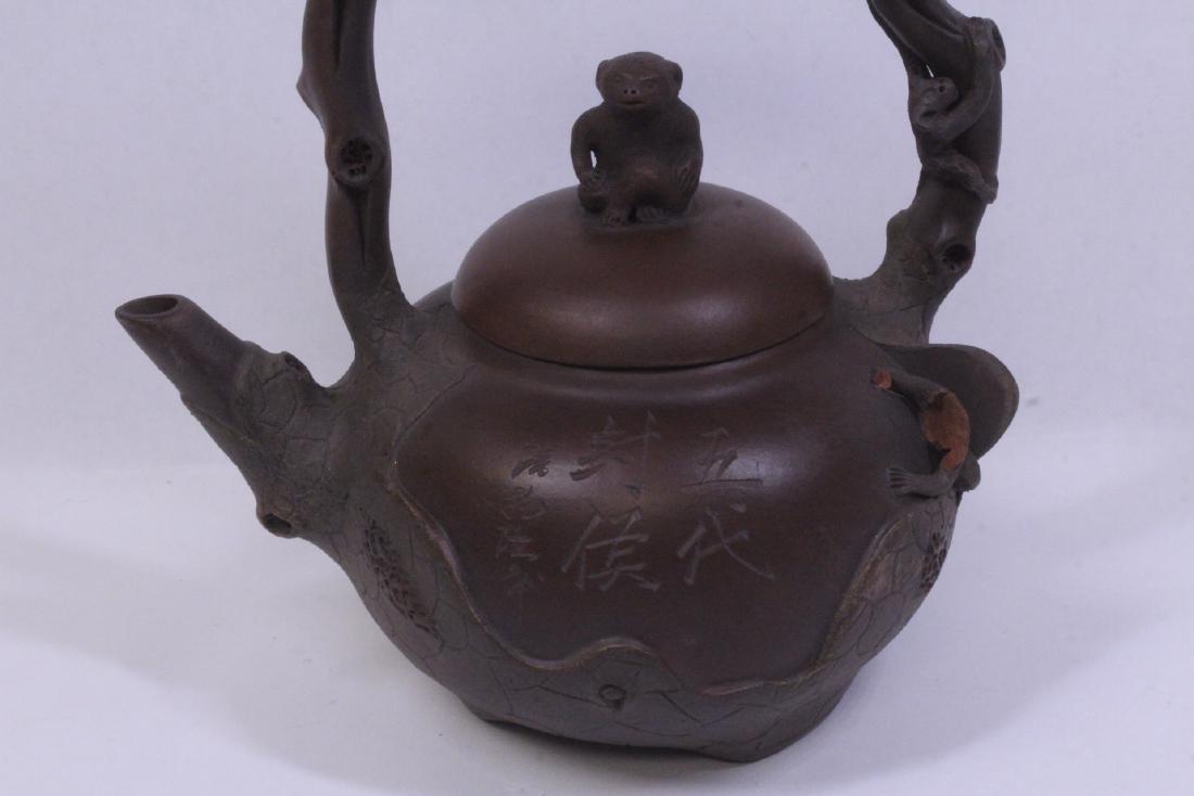 A fine Chinese Yixing teapot - 2