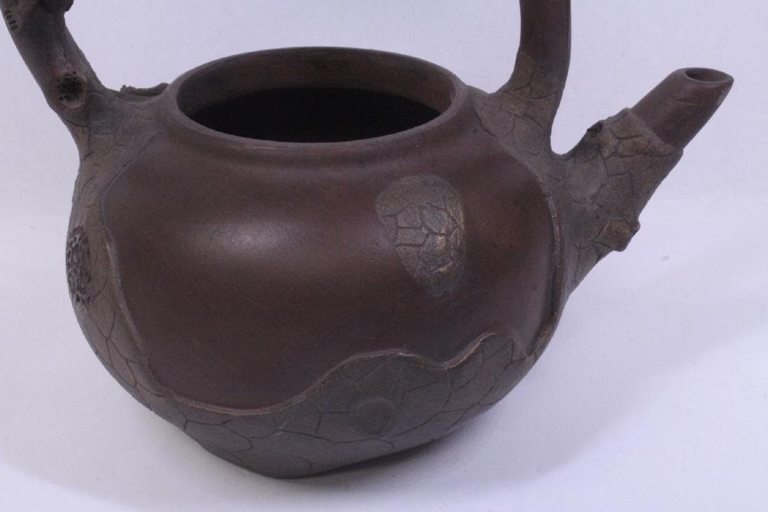 A fine Chinese Yixing teapot - 8