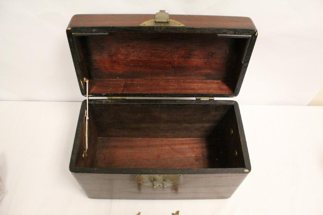 Chinese antique storage box - 7