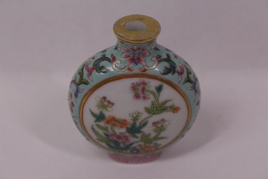 Chinese famille rose porcelain snuff bottle - 2