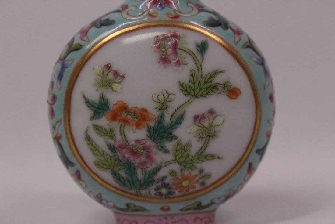 Chinese famille rose porcelain snuff bottle - 7