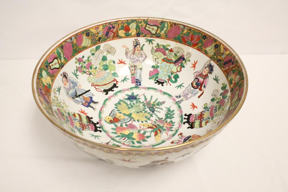 A large Chinese famille rose porcelain bowl