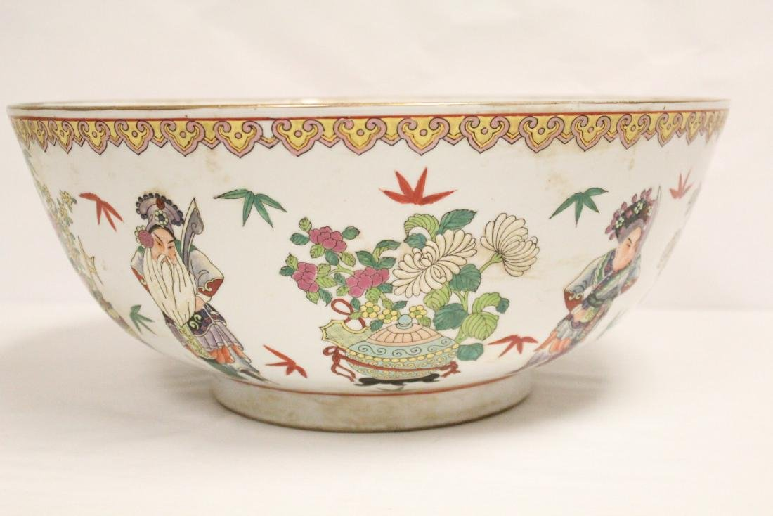 A large Chinese famille rose porcelain bowl - 9