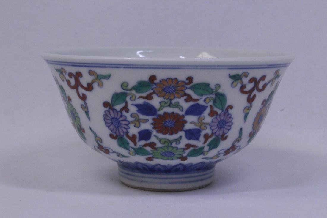 Chinese wucai porcelain tea bowl