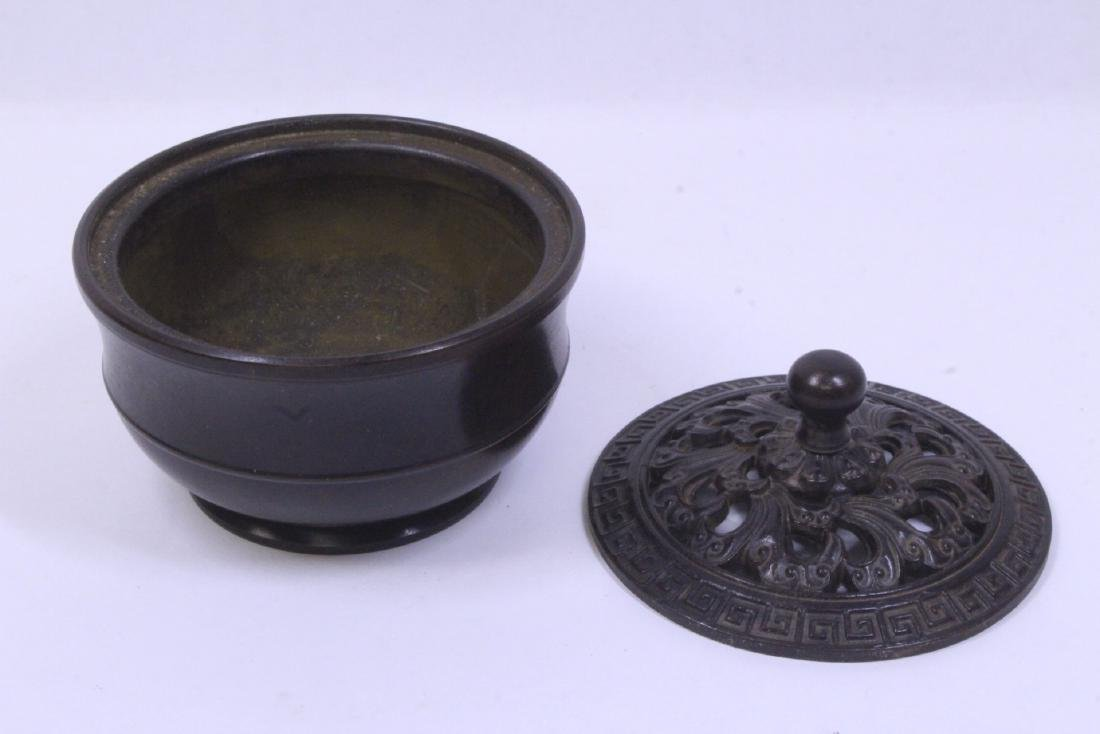 A very heavy small bronze censer - 2