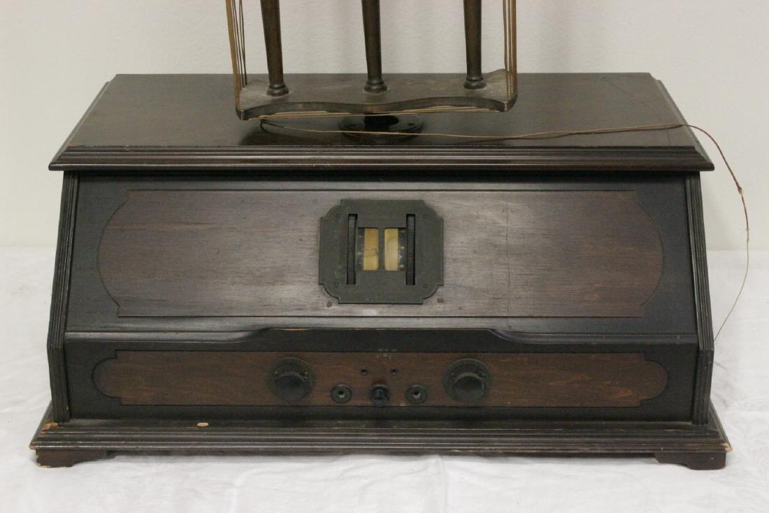 Vintage RCA Radiola 25 radio with loop antenna - 2