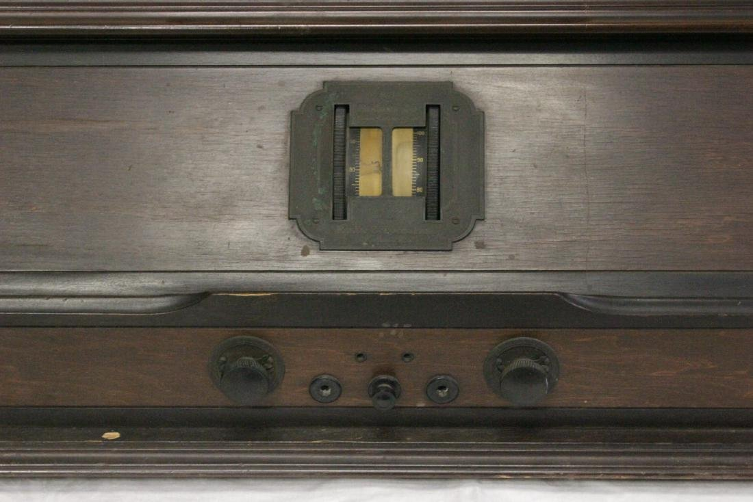 Vintage RCA Radiola 25 radio with loop antenna - 3