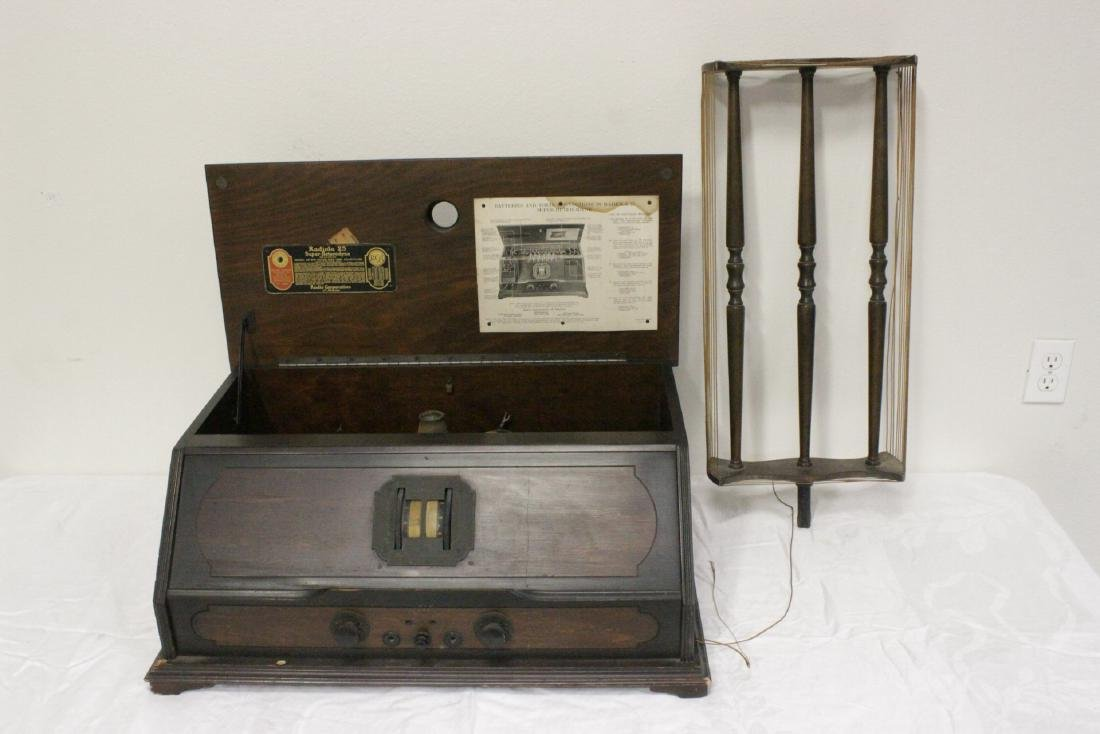 Vintage RCA Radiola 25 radio with loop antenna - 5