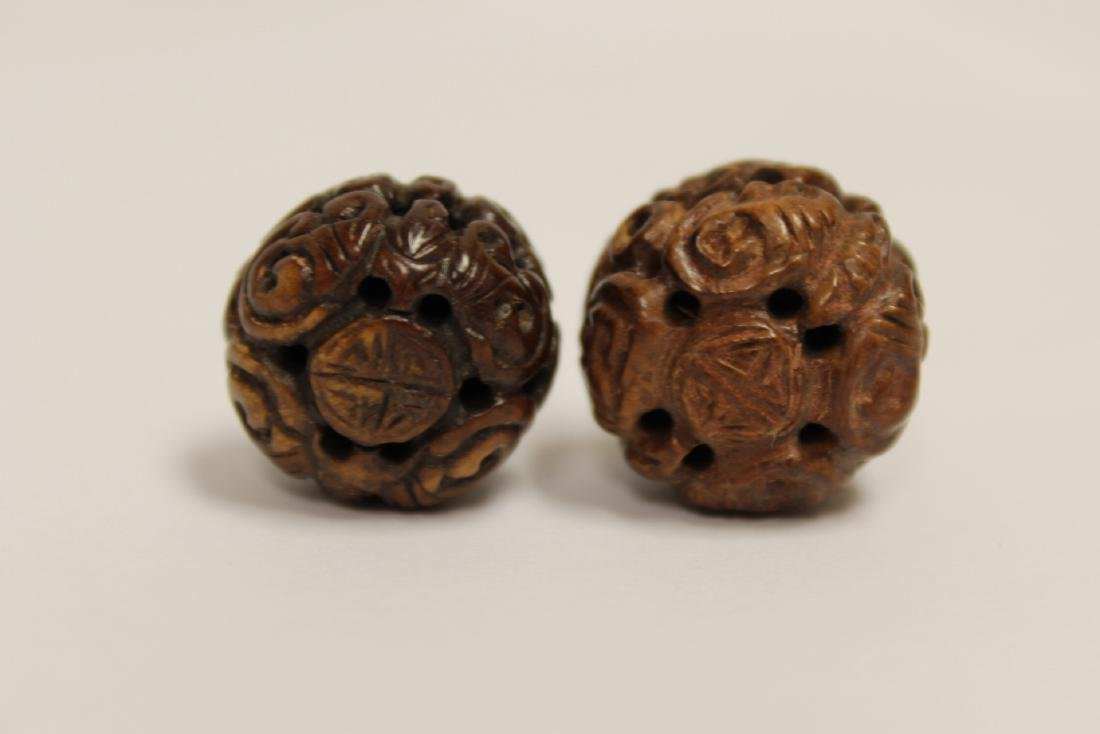 9 Chinese antique walnut carved beads - 10
