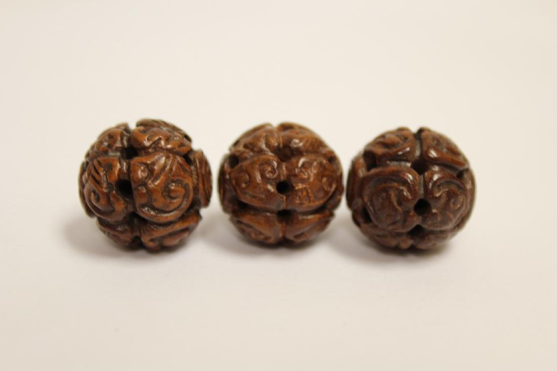 9 Chinese antique walnut carved beads - 4