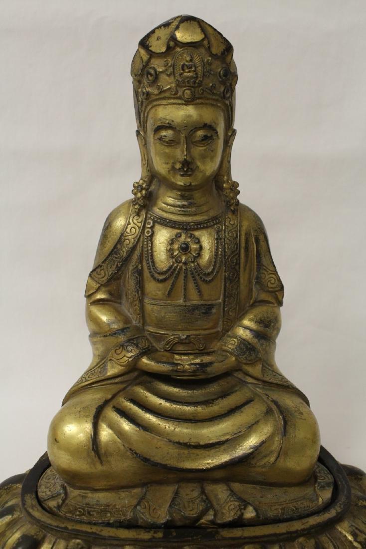 Chinese gilt bronze Buddha w/ gilt bronze stand - 3