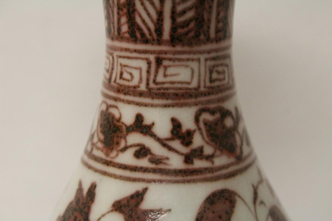 Chinese red and white porcelain bottle vase - 5