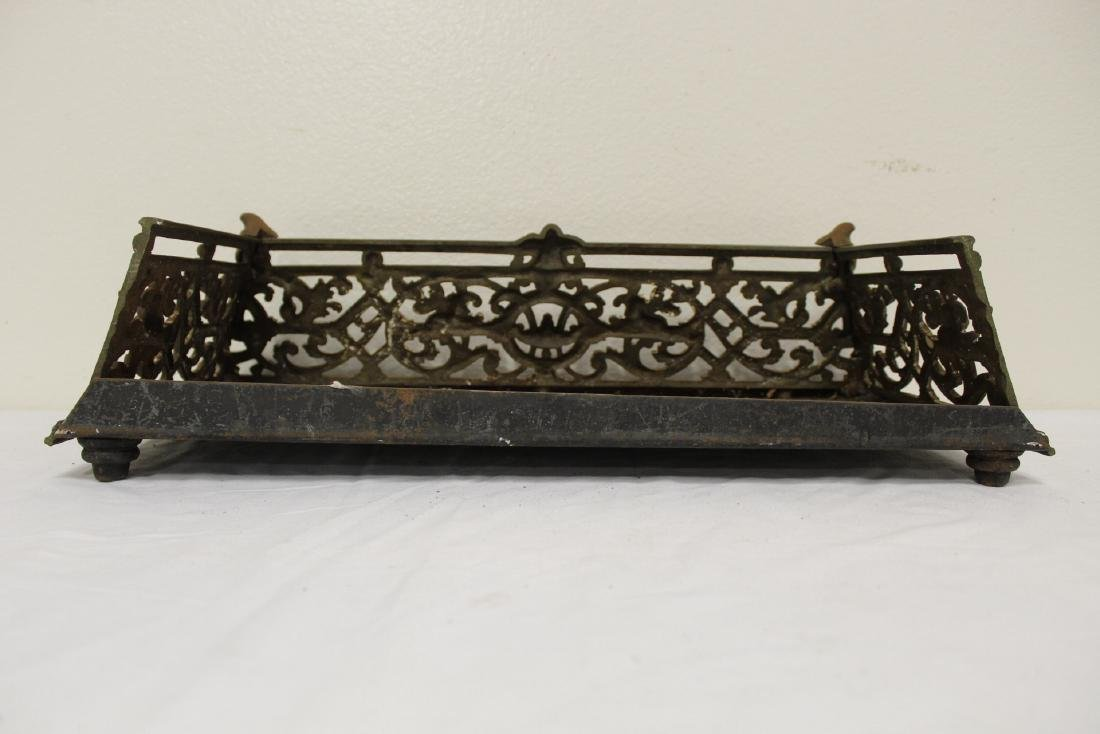 Very ornate Victorian cast iron fireplace fender - 3
