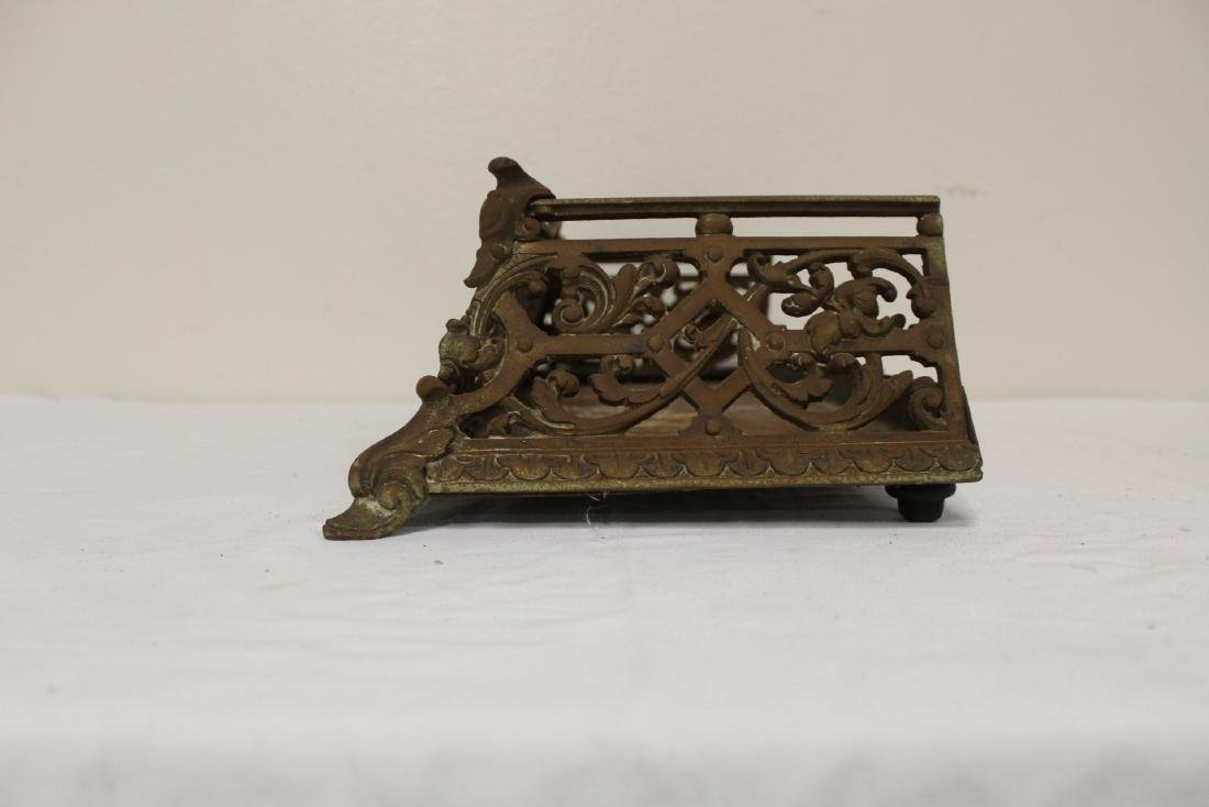 Very ornate Victorian cast iron fireplace fender - 4