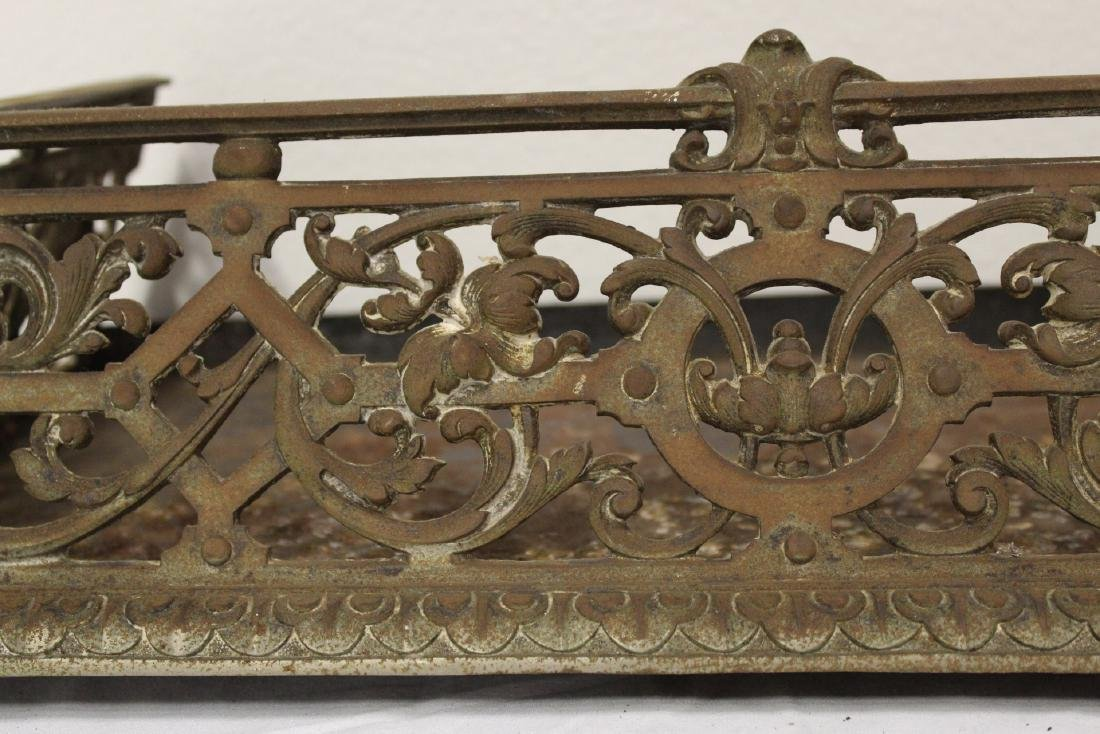 Very ornate Victorian cast iron fireplace fender - 6