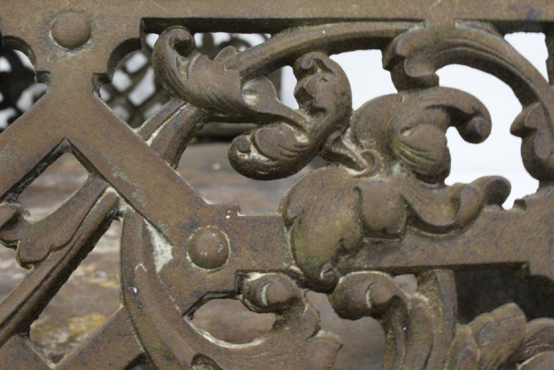 Very ornate Victorian cast iron fireplace fender - 8