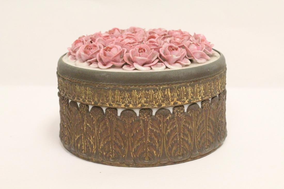 European porcelain box with metal ormolu - 2