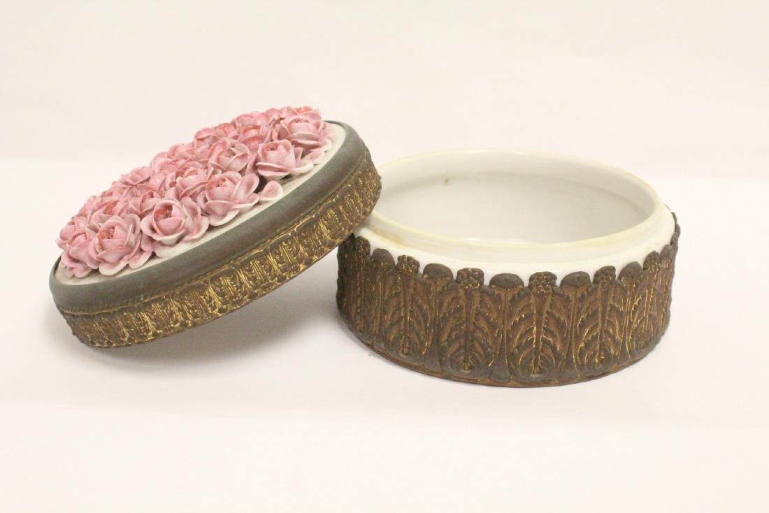 European porcelain box with metal ormolu - 4