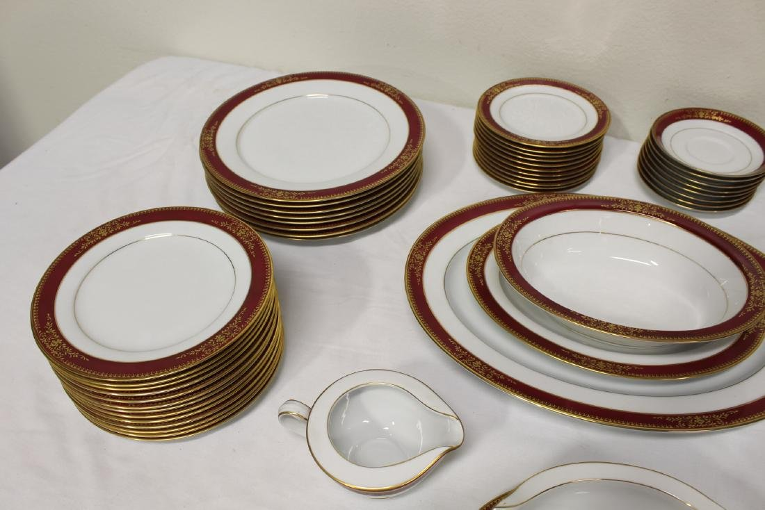 Large Noritake china set - 2