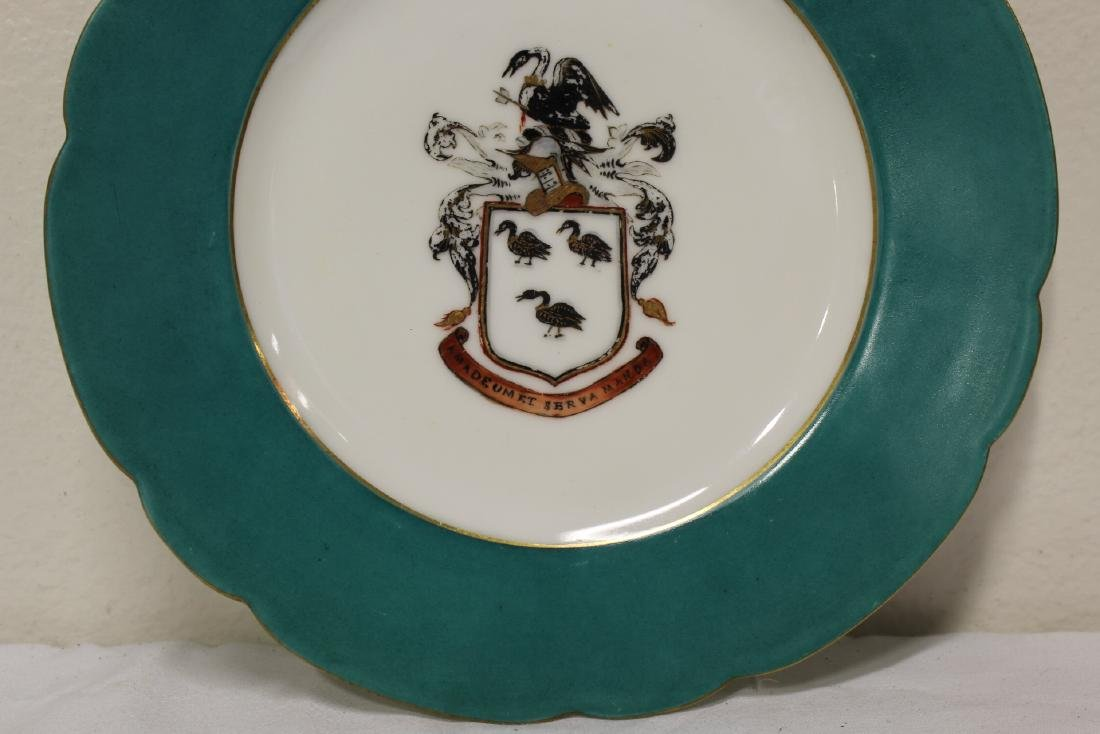2 French porcelain plates painted with family crest - 4