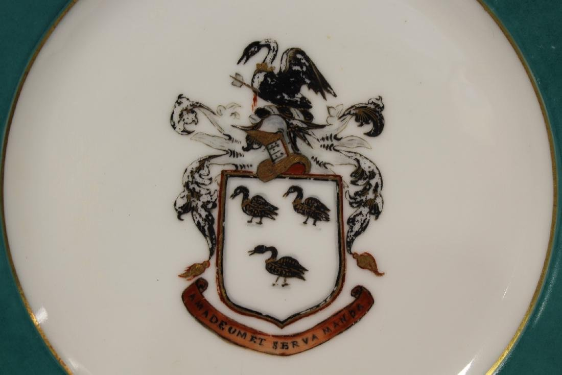 2 French porcelain plates painted with family crest - 5