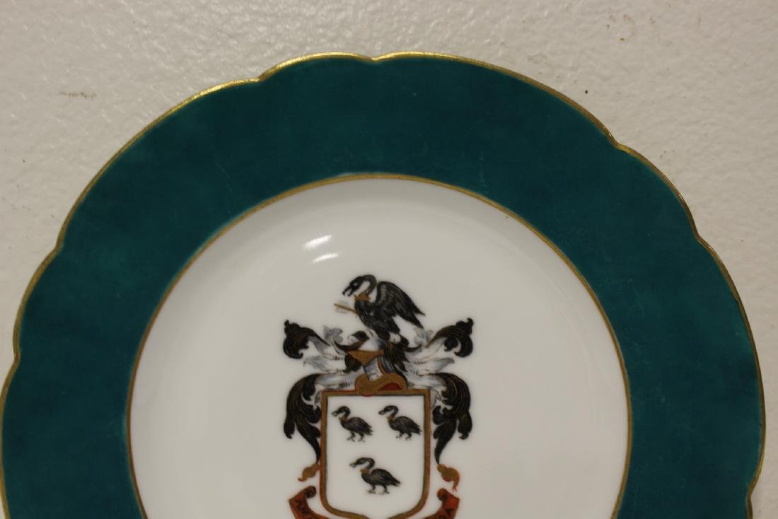 2 French porcelain plates painted with family crest - 7