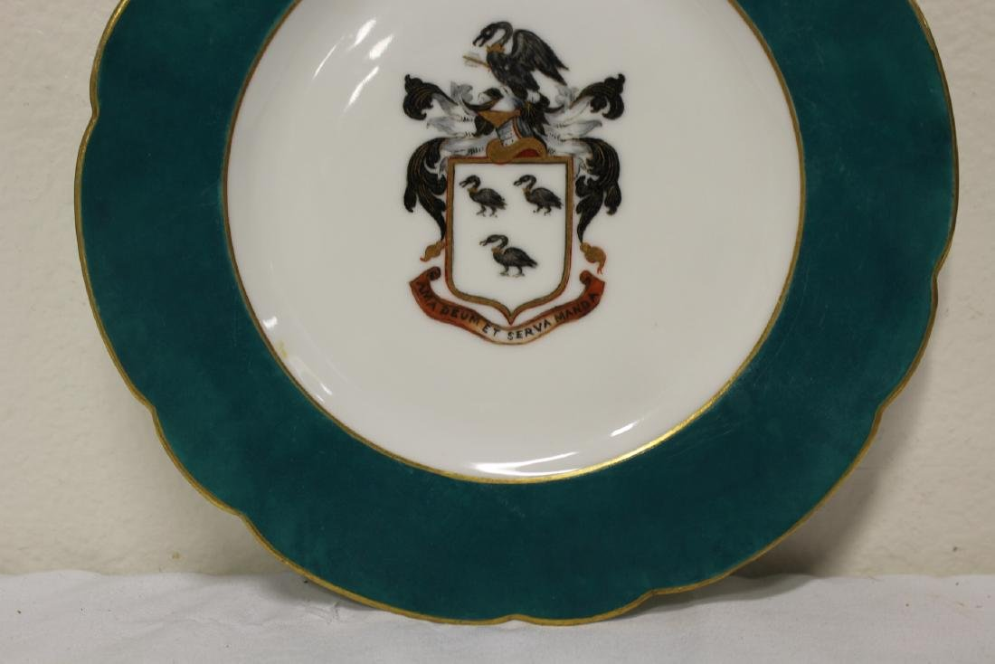 2 French porcelain plates painted with family crest - 8