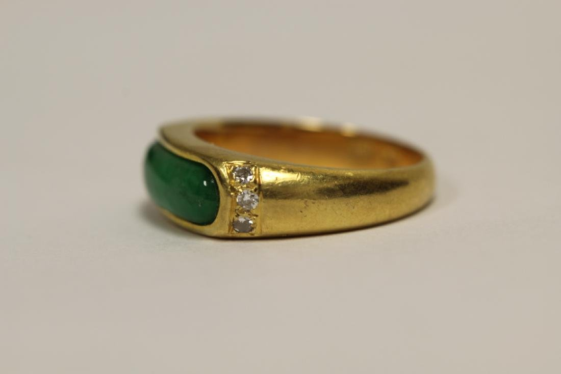 A beautiful 18K Y/G jadeite ring - 2
