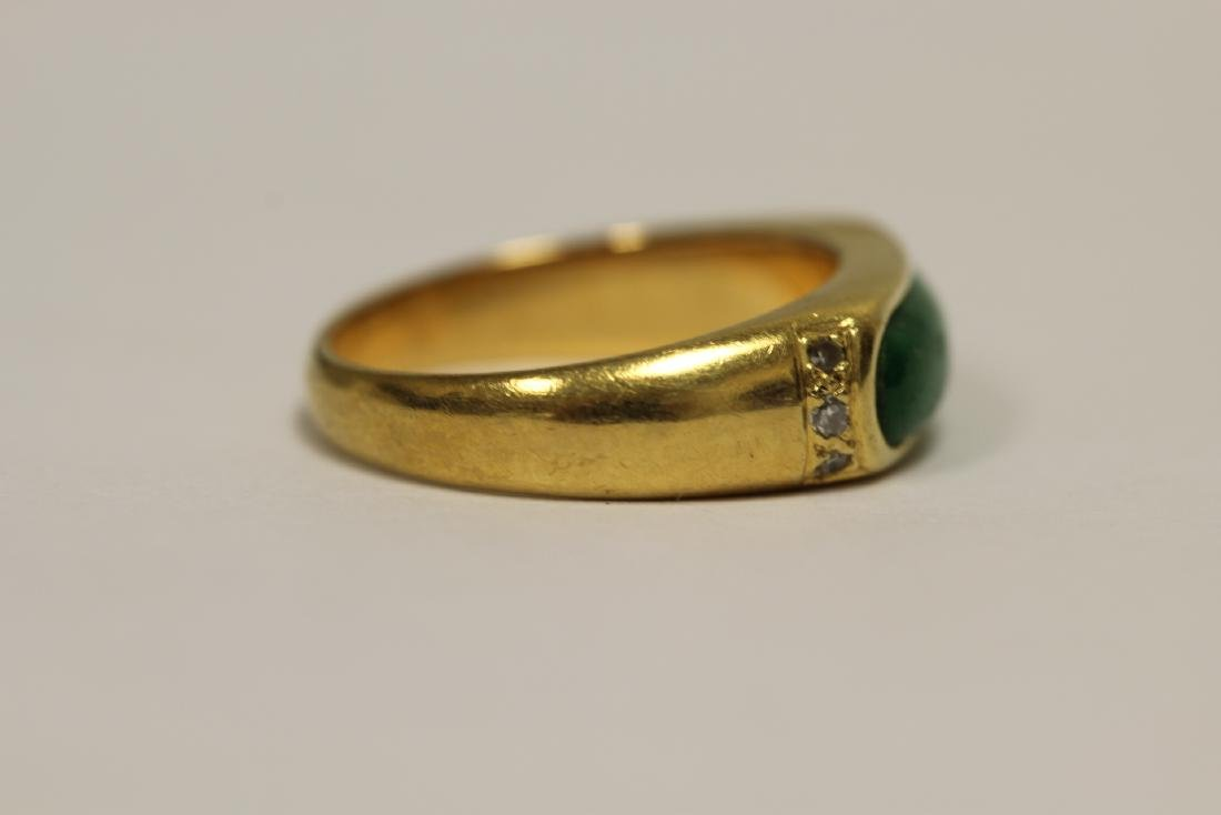 A beautiful 18K Y/G jadeite ring - 3