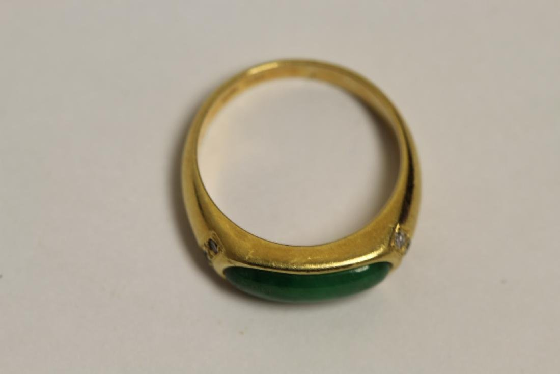 A beautiful 18K Y/G jadeite ring - 5
