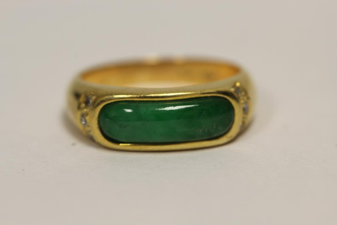 A beautiful 18K Y/G jadeite ring - 7