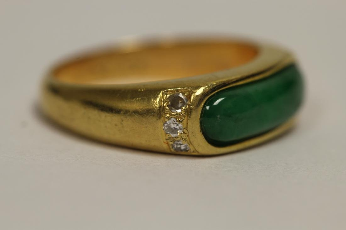 A beautiful 18K Y/G jadeite ring - 8