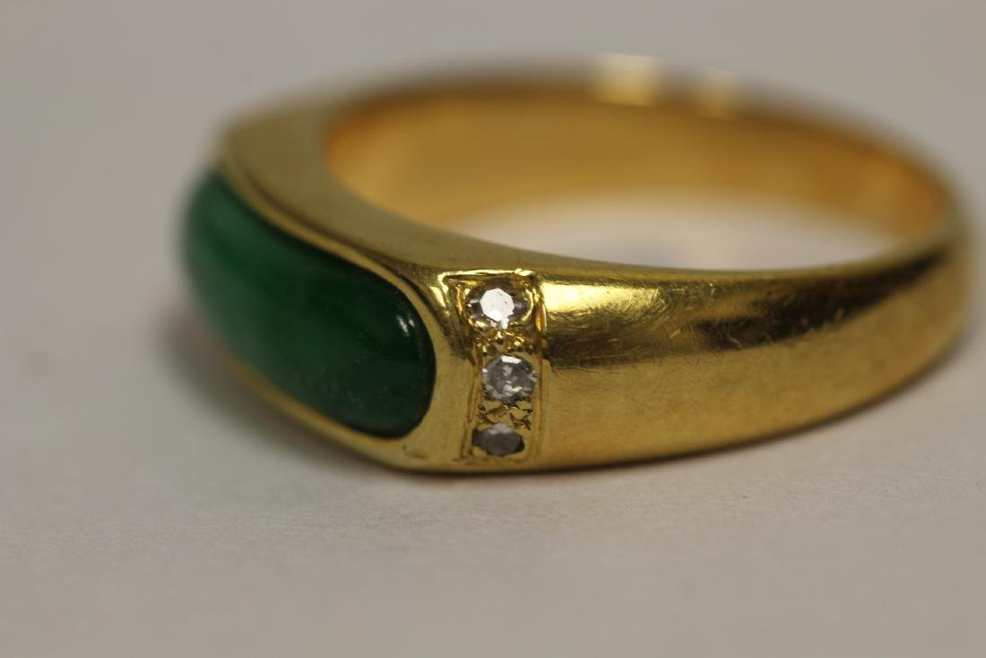 A beautiful 18K Y/G jadeite ring - 9